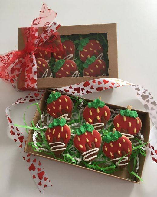 chocolate-dipped-strawberries-custom-cookies