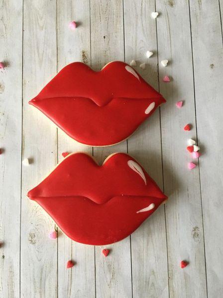 red-lips-custom-cookies